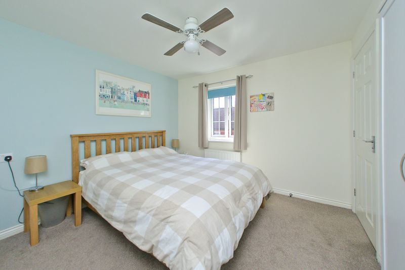 3 bed house for sale in Neville Duke Way, Chichester  - Property Image 4