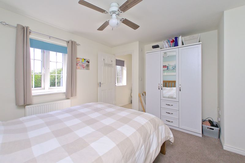 3 bed house for sale in Neville Duke Way, Chichester  - Property Image 15