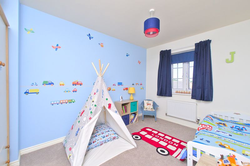 3 bed house for sale in Neville Duke Way, Chichester 6