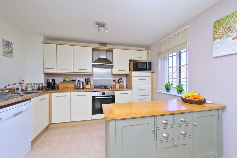 3 bed house for sale in Neville Duke Way, Chichester  - Property Image 5