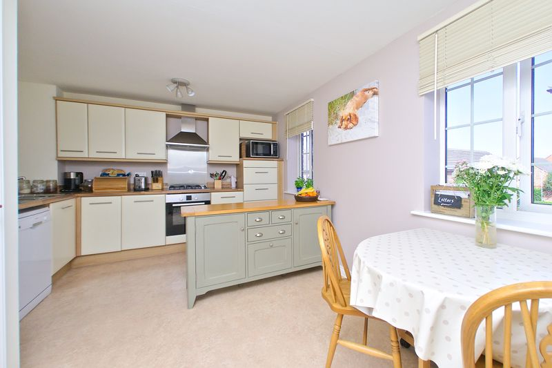 3 bed house for sale in Neville Duke Way, Chichester  - Property Image 3