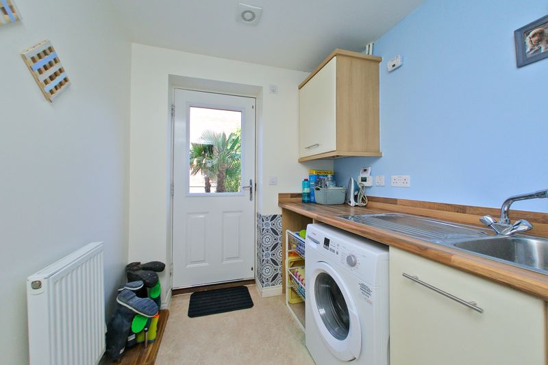 3 bed house for sale in Neville Duke Way, Chichester  - Property Image 12