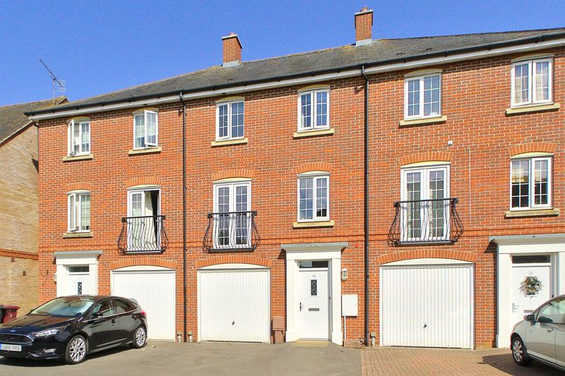 3 bed house for sale in Neville Duke Way, Chichester - Property Image 1