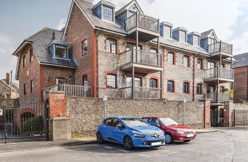 2 bed flat for sale in Canal Wharf, Chichester 1