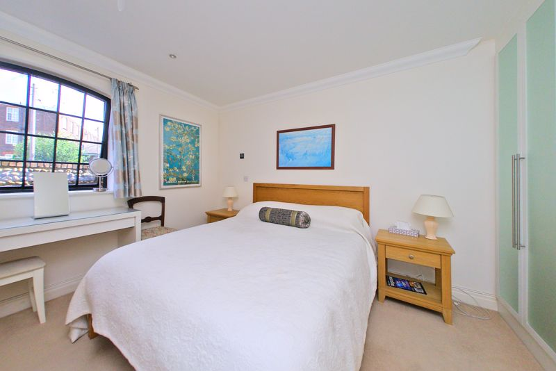 2 bed flat for sale in Canal Wharf, Chichester  - Property Image 7