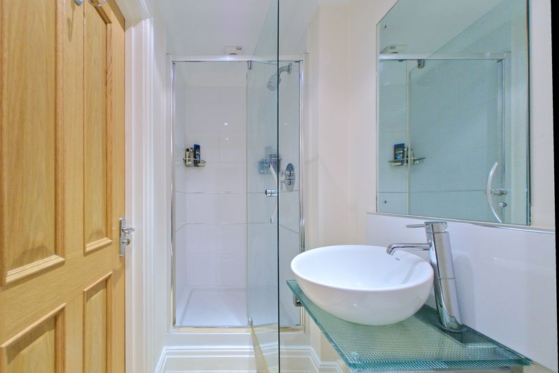 2 bed flat for sale in Canal Wharf, Chichester  - Property Image 8