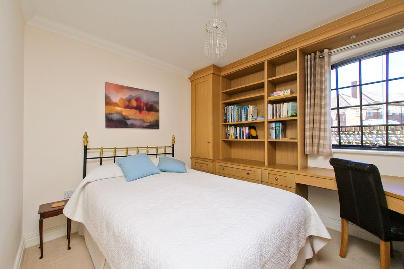 2 bed flat for sale in Canal Wharf, Chichester  - Property Image 11