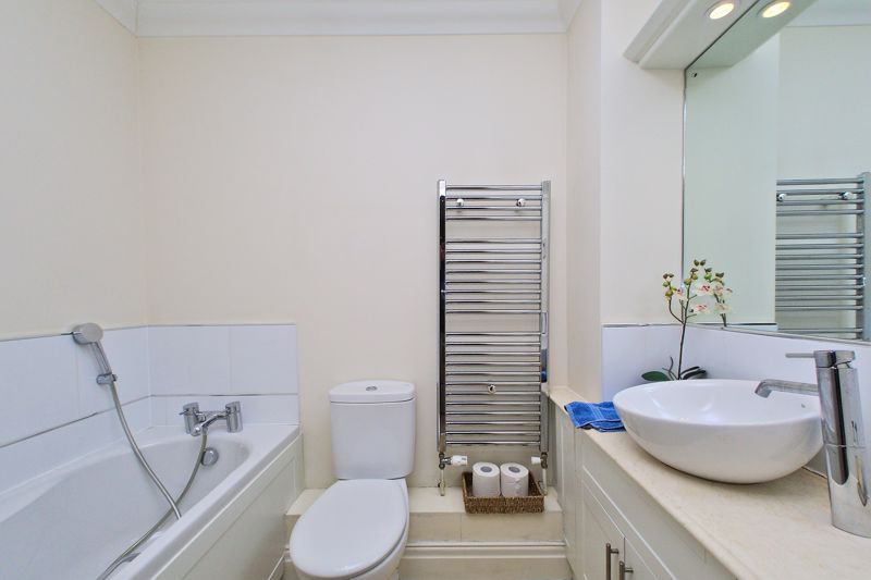 2 bed flat for sale in Canal Wharf, Chichester  - Property Image 10