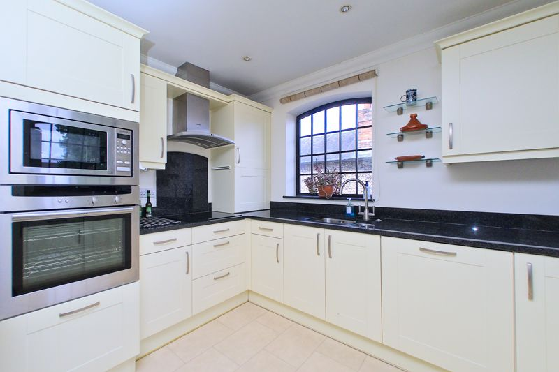 2 bed flat for sale in Canal Wharf, Chichester  - Property Image 3