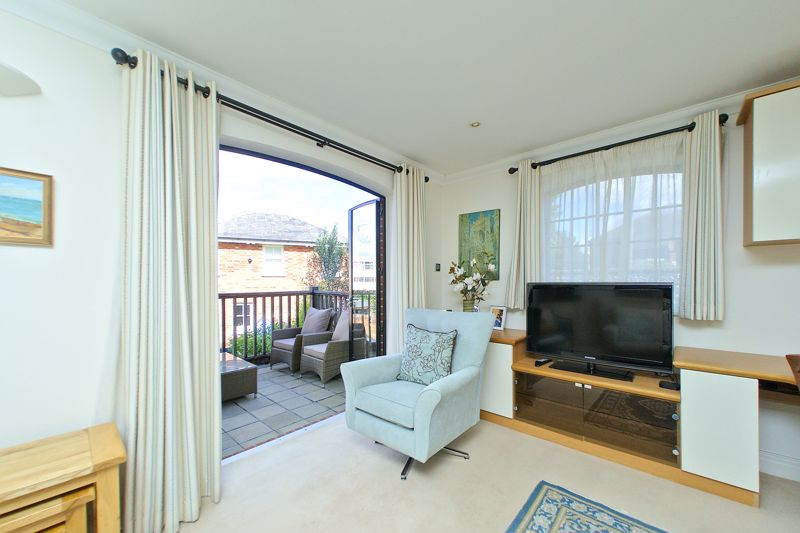 2 bed flat for sale in Canal Wharf, Chichester 3