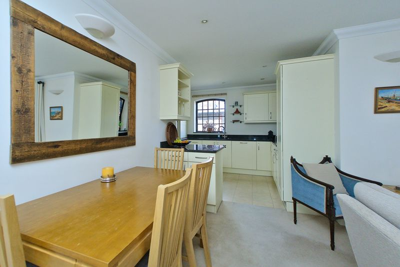 2 bed flat for sale in Canal Wharf, Chichester  - Property Image 12