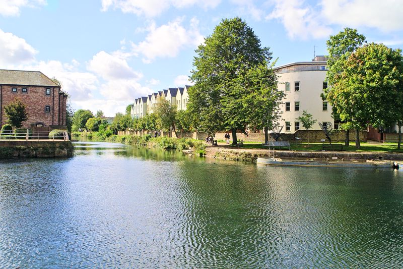 2 bed flat for sale in Canal Wharf, Chichester  - Property Image 9