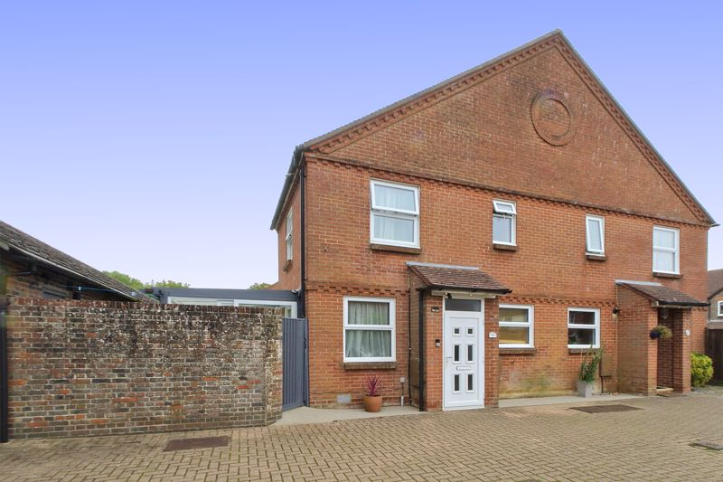 1 bed house for sale in Woodfield Close, Chichester  - Property Image 1