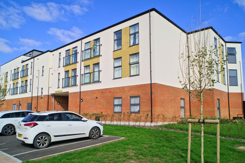 1 bed flat for sale in Longacres Way, Chichester 0
