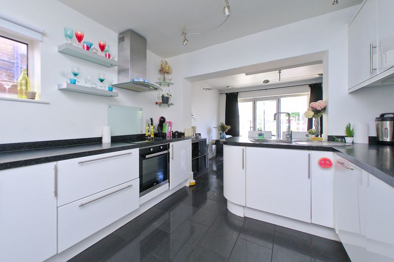 3 bed house for sale in Chichester Road, Bognor Regis  - Property Image 3