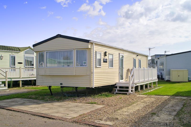 2 bed for sale in Vinnetrow Road, Chichester  - Property Image 2
