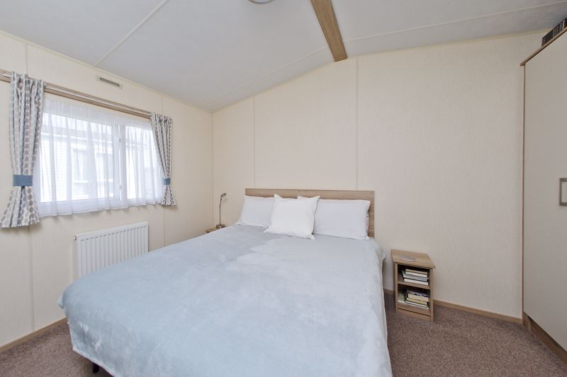 2 bed for sale in Vinnetrow Road, Chichester  - Property Image 9
