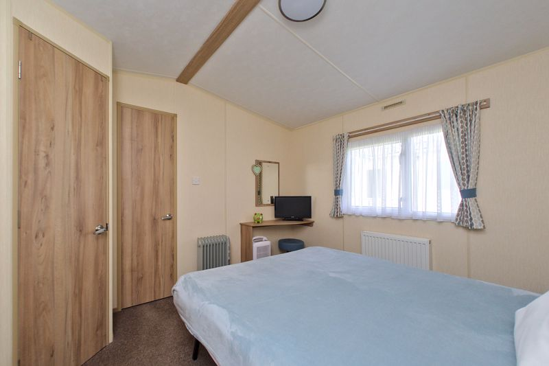 2 bed for sale in Vinnetrow Road, Chichester  - Property Image 8