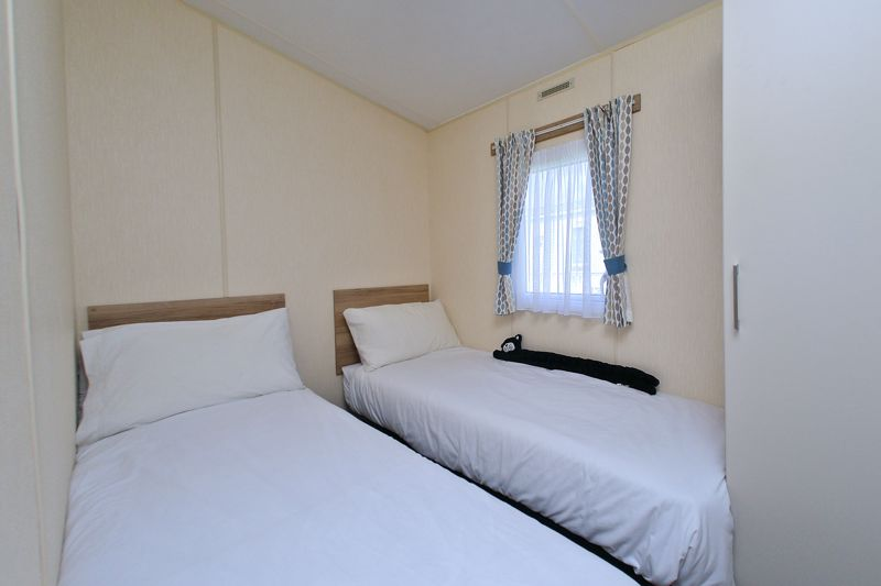 2 bed for sale in Vinnetrow Road, Chichester  - Property Image 7