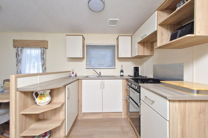 2 bed for sale in Vinnetrow Road, Chichester  - Property Image 6