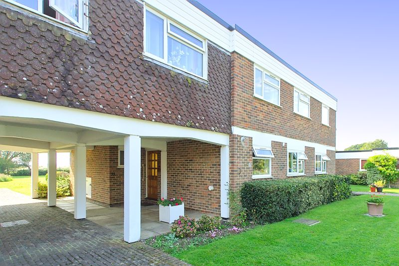 2 bed flat for sale in Mill Close, Chichester  - Property Image 11