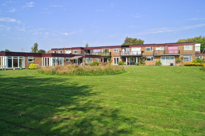 2 bed flat for sale in Mill Close, Chichester 0