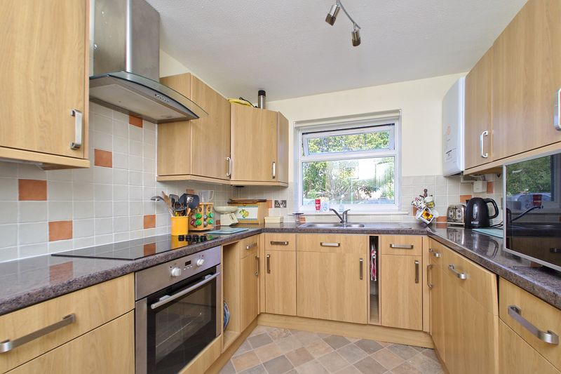 2 bed flat for sale in Mill Close, Chichester 2