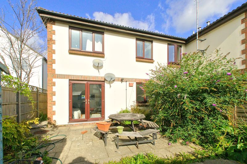 1 bed flat for sale in Joys Croft, Chichester 0