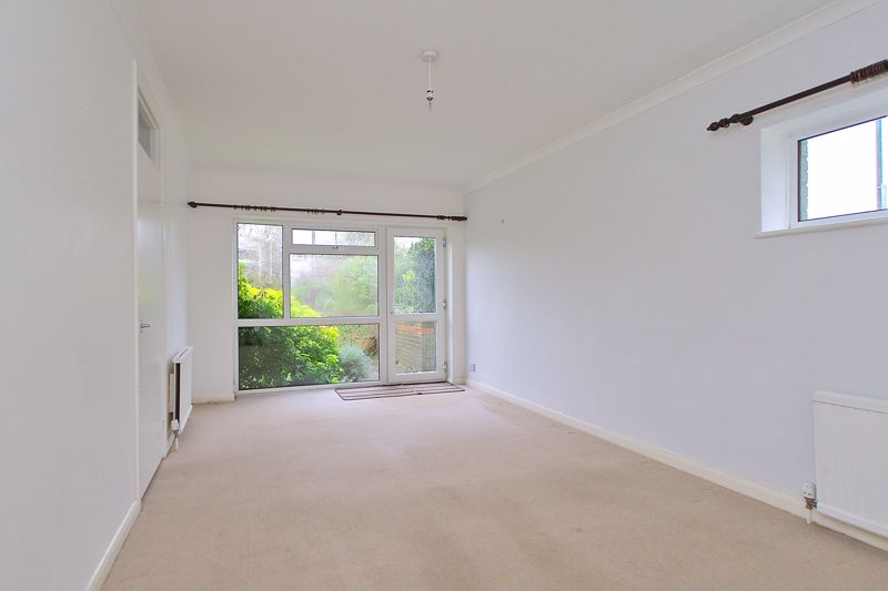 2 bed flat for sale in Broyle Close, Chichester 2
