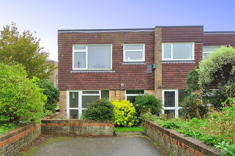 2 bed flat for sale in Broyle Close, Chichester  - Property Image 1