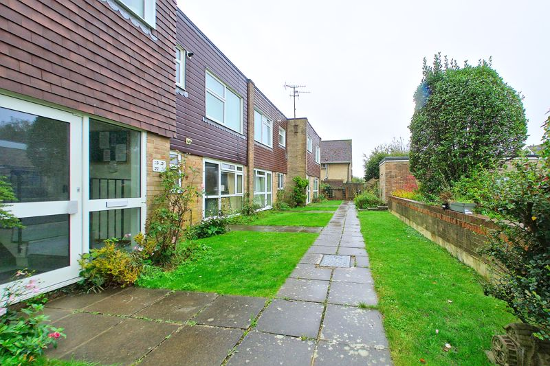 2 bed flat for sale in Broyle Close, Chichester 3