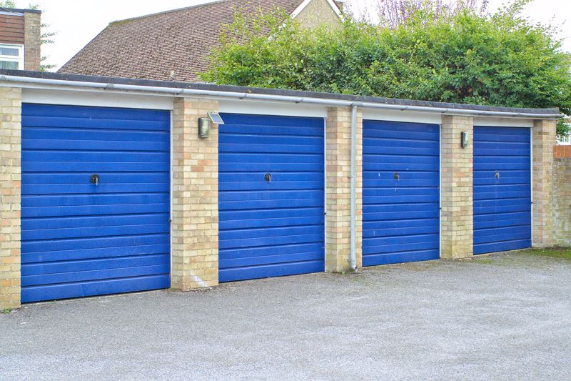 2 bed flat for sale in Broyle Close, Chichester 11