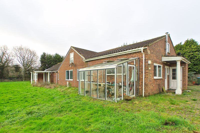 5 bed bungalow for sale in Westergate Street, Chichester 9