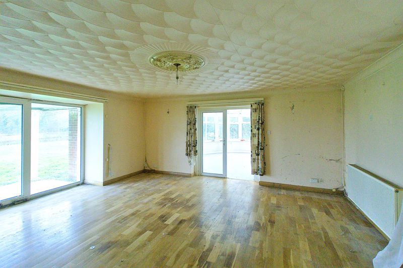 5 bed bungalow for sale in Westergate Street, Chichester 4