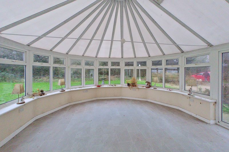 5 bed bungalow for sale in Westergate Street, Chichester 3