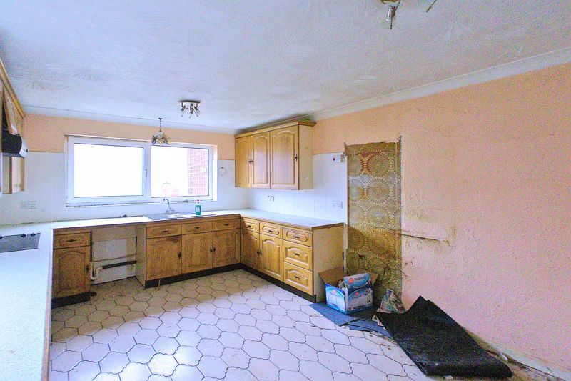 5 bed bungalow for sale in Westergate Street, Chichester 2
