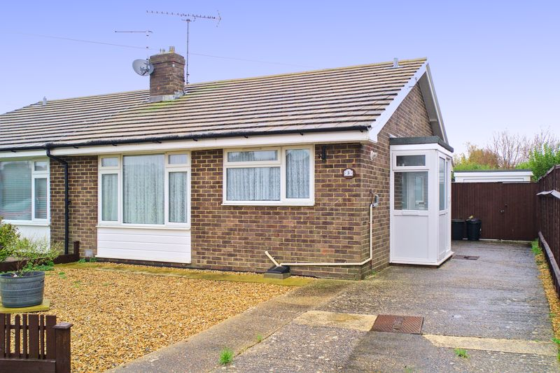 2 bed bungalow for sale in Sun Park Close, Bognor Regis  - Property Image 1