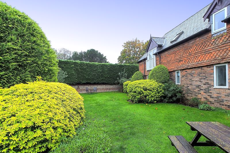 2 bed flat for sale in Davys Court, Chichester  - Property Image 10