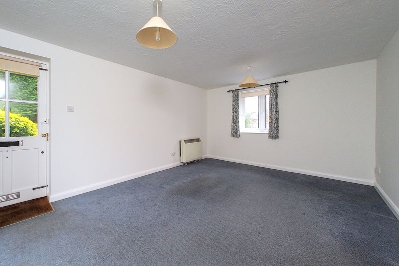 2 bed flat for sale in Davys Court, Chichester  - Property Image 7
