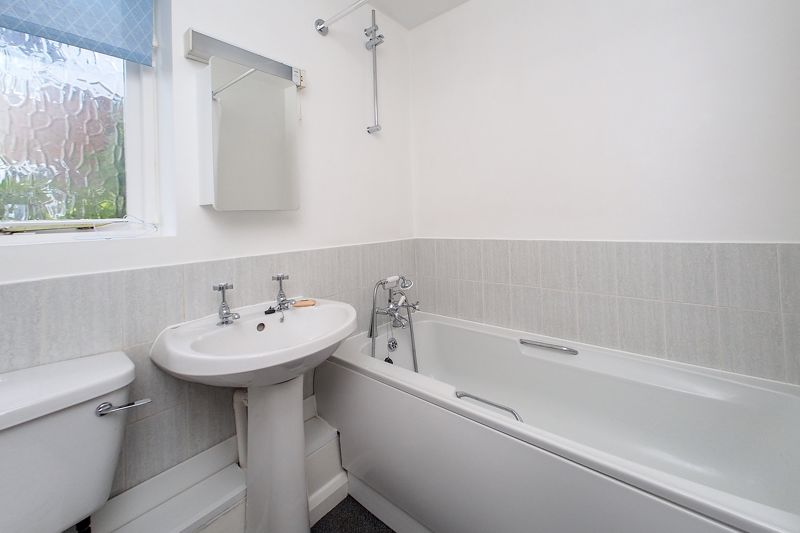 2 bed flat for sale in Davys Court, Chichester 5