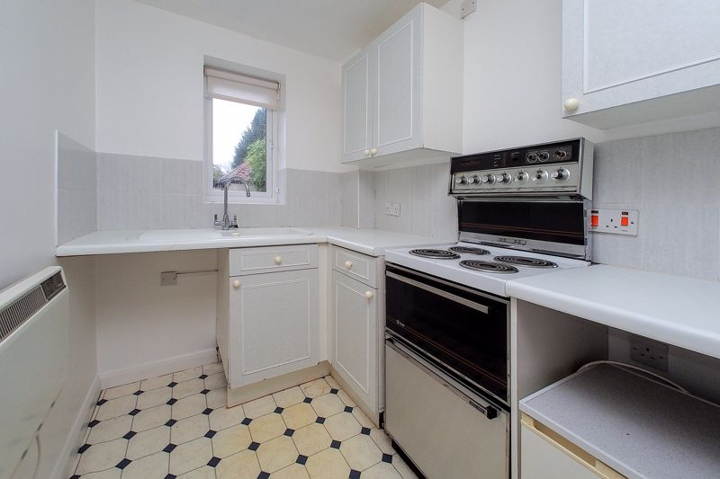 2 bed flat for sale in Davys Court, Chichester 2