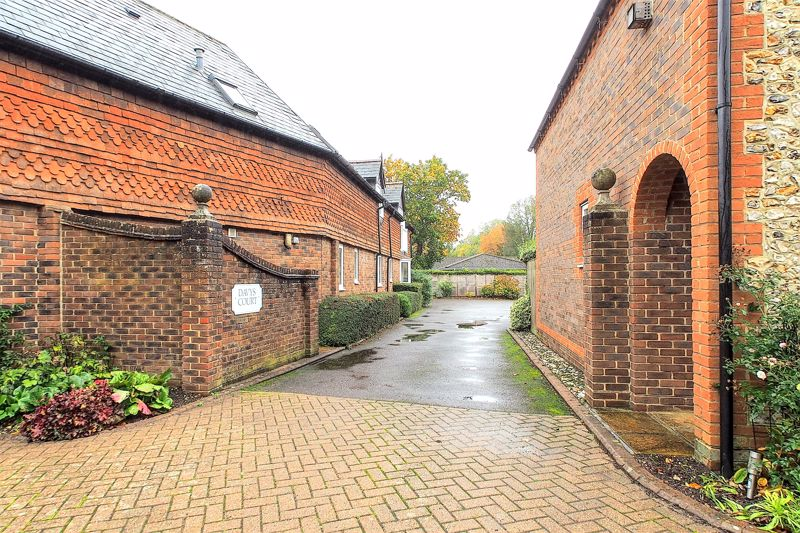 2 bed flat for sale in Davys Court, Chichester  - Property Image 8