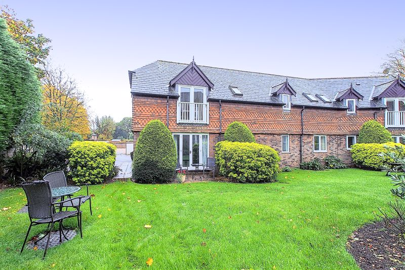 2 bed flat for sale in Davys Court, Chichester  - Property Image 1
