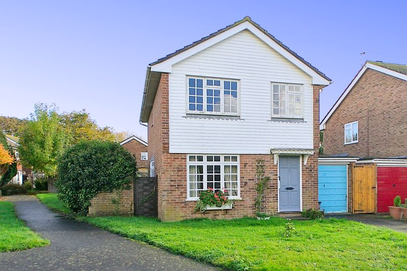 3 bed house for sale in Downview Close, Arundel - Property Image 1