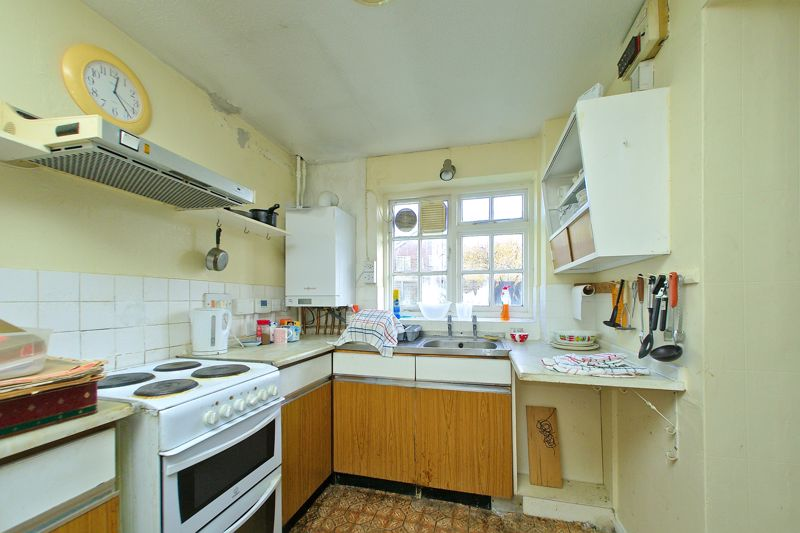 3 bed house for sale in Downview Close, Arundel 2