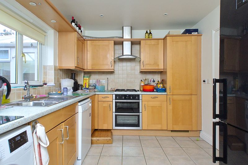 4 bed house for sale in Hunters Mews, Arundel  - Property Image 3