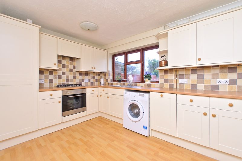 4 bed house for sale in Sherborne Road, Chichester 3