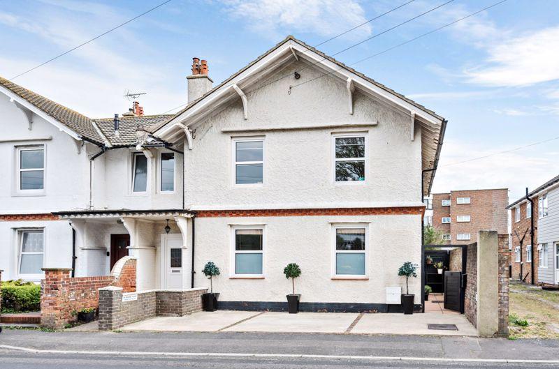 2 bed flat for sale in Walton Road, Bognor Regis  - Property Image 1