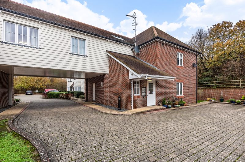 1 bed flat for sale in Lillywhite Road, Chichester  - Property Image 1