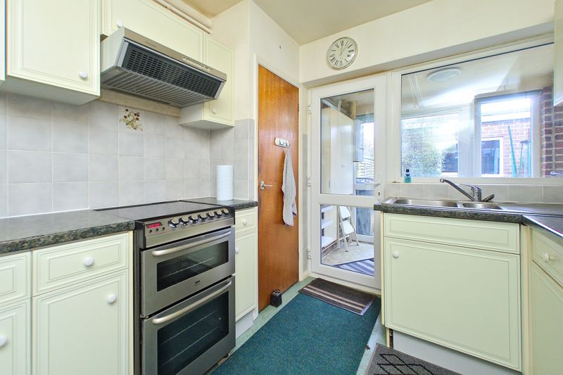 3 bed house for sale in Old Cottage Close, Chichester  - Property Image 3